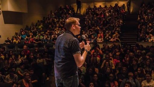 Jeff Veley Speaks to Crowd